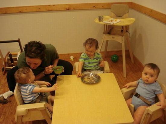 03 infants eating