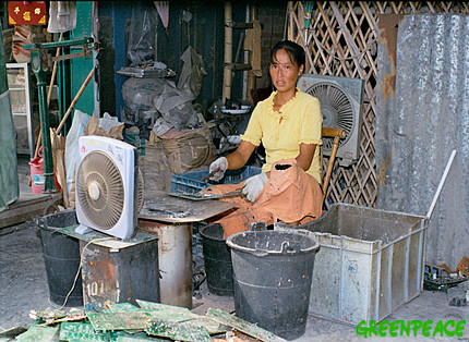chinese woman smelts computer