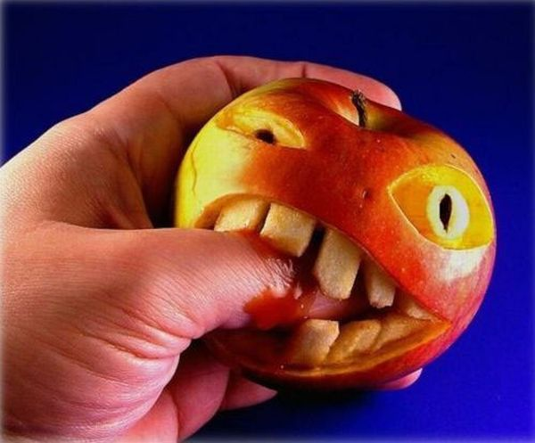 http://www.greendiary.com/wp-content/uploads/2012/07/fruit-and-vegie-sculpture-apple-biting-finger1_ERBvZ_52.jpg