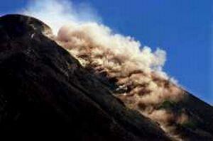 mount merapi erupting2