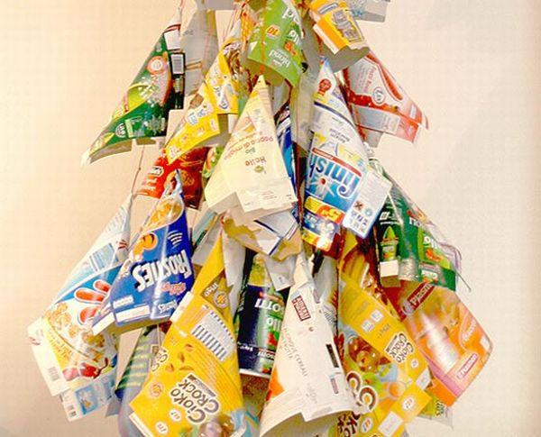 10 most creative christmas trees made using recycled for Recycled materials for decoration