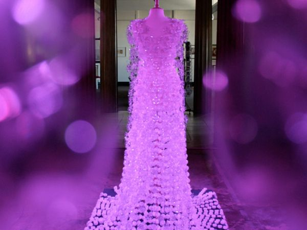 With envy – amazing wedding gown made from used plastic bottles