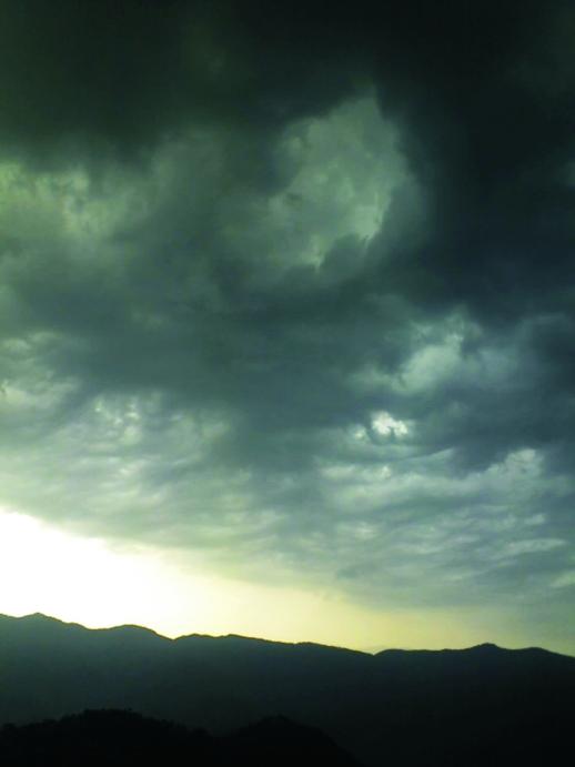 storm clouds Ay8fd 17080